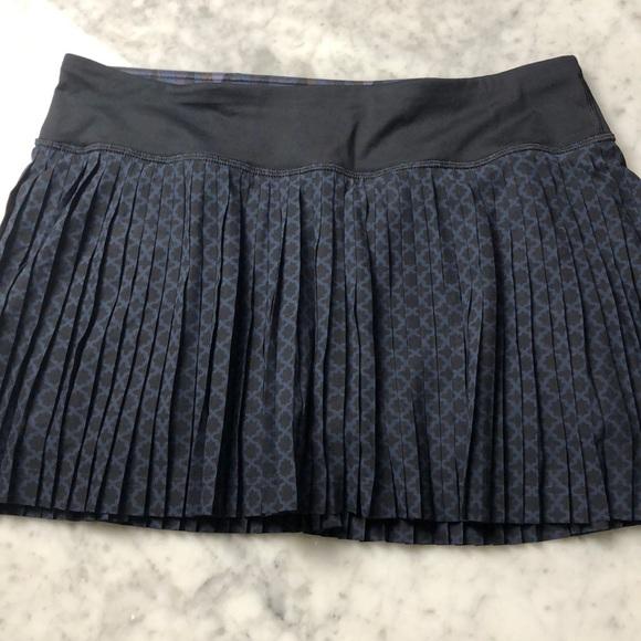 lululemon athletica Dresses & Skirts - New Lululemon skirt Pleat to street  III size 8
